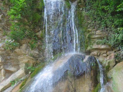 Аше - поселок зелени и водопадов.